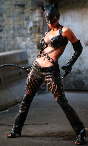 Halle-Berry-Catwoman_369